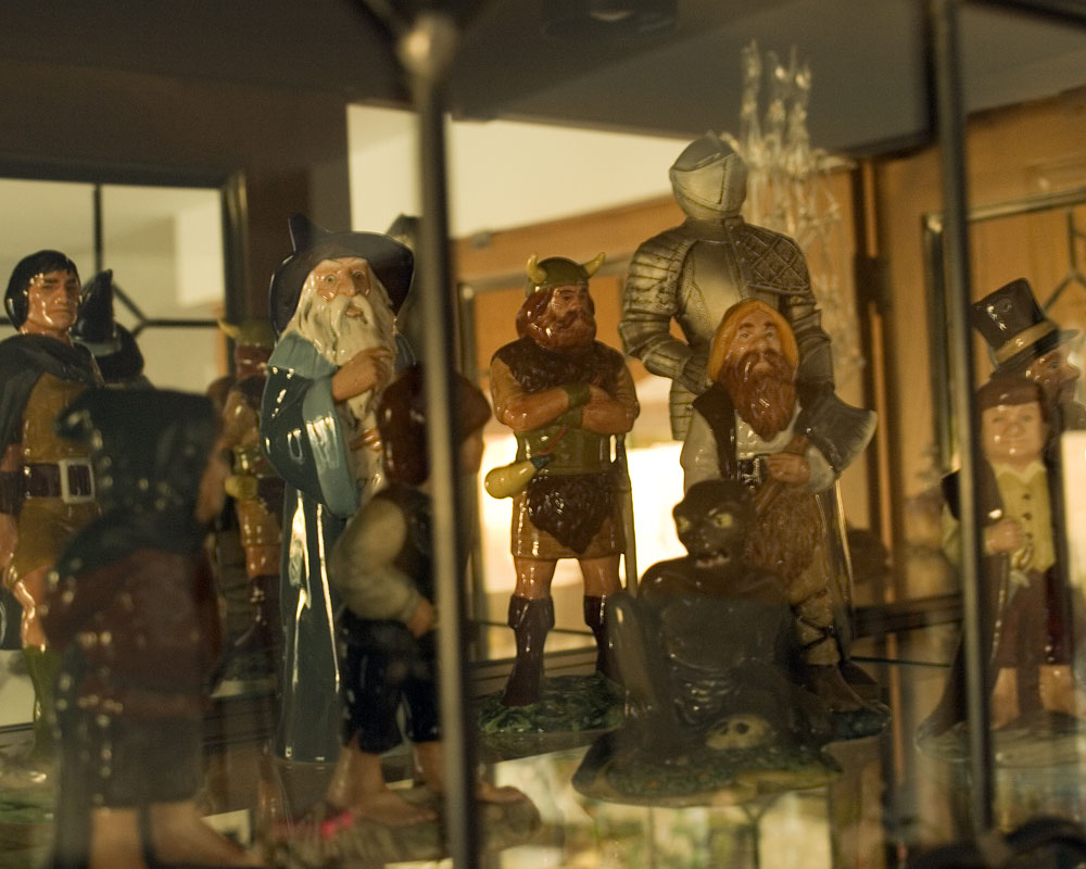 knight figure in display case with lord of the rings figures