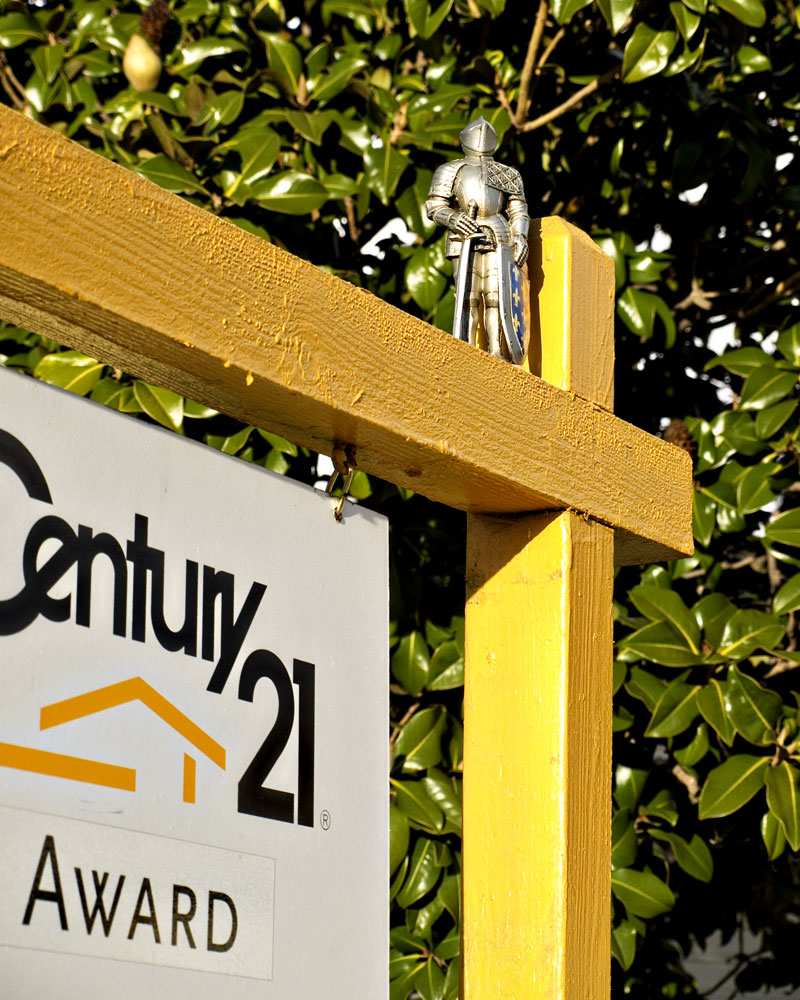 knight on century 21 for sale sign