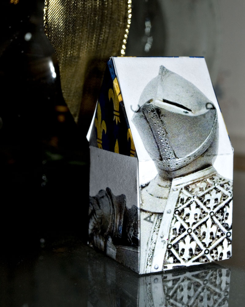 paper box printed with knight's photo